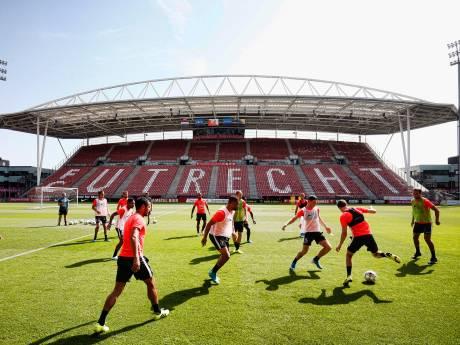 Inspectie dak Galgenwaard ruim voor thuiswedstrijd van FC Utrecht
