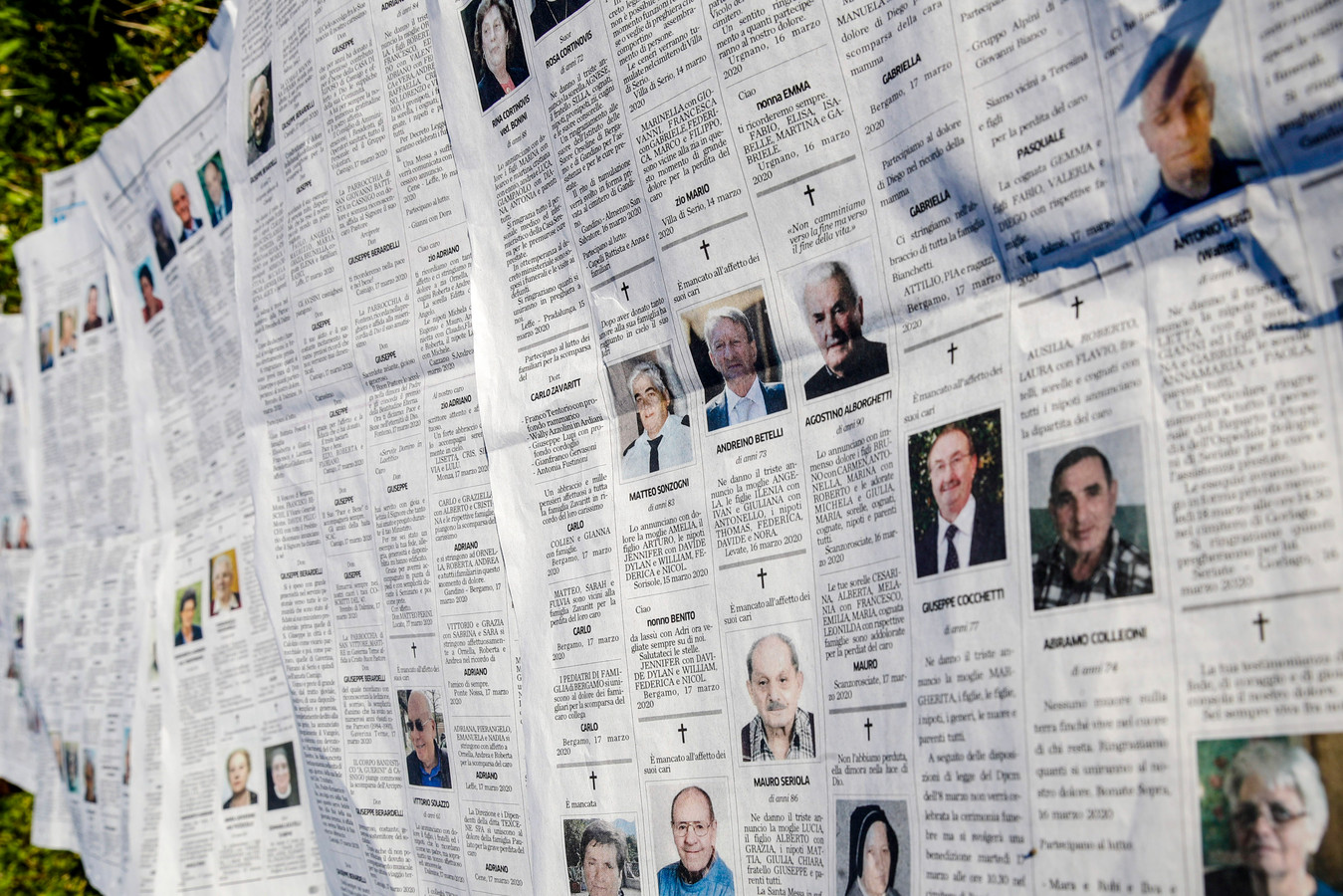 De overlijdensberichten in kranten zijn niet meer bij te houden.