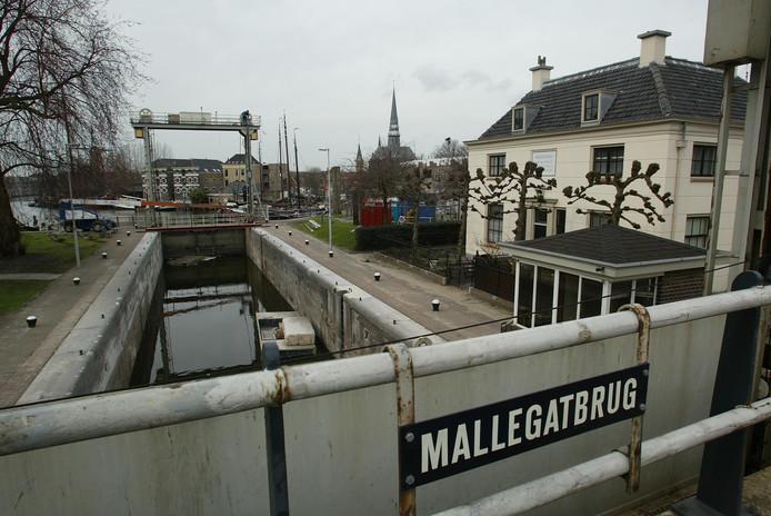Foto ter illustratie, archiefbeeld van de Mallegatsluis.