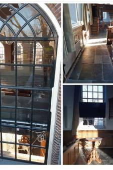 24 ruiten van de hervormde kerk in Zwartsluis opgeblazen 'met zwaar vuurwerk'