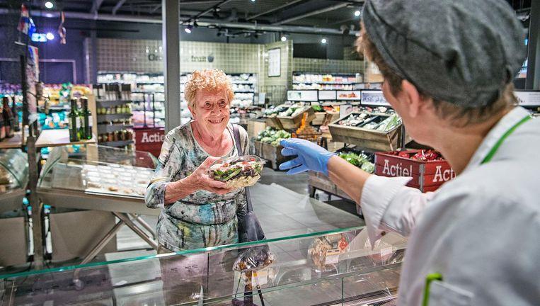 Een Emté-winkel in Nieuwegein. De supermarkt heeft een luxueus concept met een 'vers-eiland' in de zaak. Beeld Guus Dubbelman / de Volkskrant