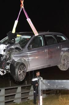 Automobilist loopt lichte verwondingen op na zware crash op N61 bij Biervliet