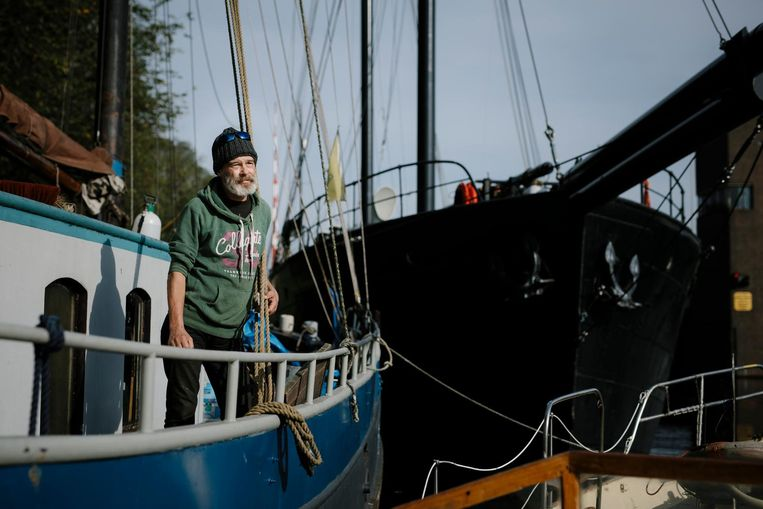 Steven Wijsman is kapitein van dit charterschip: een Zeeuwse klipper van zestien meter Beeld Marc Driessen