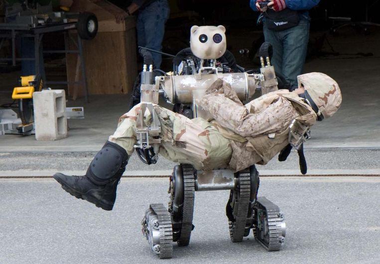 De BEAR (Battlefield Extraction Assist Robot) haalt gewonden van het slagveld. Beeld US Army