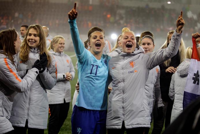 Vreugde bij Lieke Martens en de andere speelsters van Oranje.