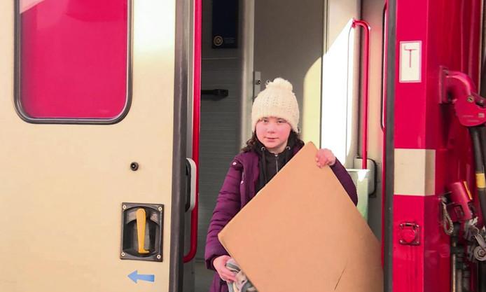 La jeune militante suédoise pour l'environnement Greta Thunberg, qui s'apprête à passer la nuit sous tente par -18°C, a mis elle 32 heures pour venir au Forum économique mondial en train.