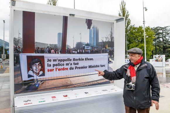 """""""Mijn naam is Berkin Elvan. De politie heeft me gedood op bevel van de Turkse premier"""", zo staat onder de foto van fotograaf Demir Sönmez."""