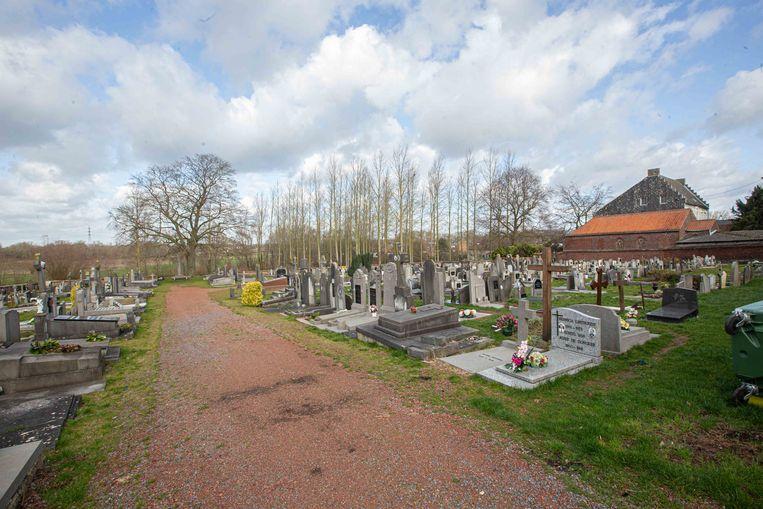 Een beeld van de andere kant van het oude kerkhof waar de voormalige Pamelse kerk stond.