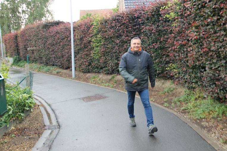 Schepen Jan Rosseel op een van zijn wandeltochten in Ingelmunster en omstreken.