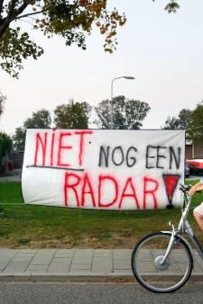Boze bewoners ondervragen Defensie over radar Herwijnen: 'Ik, de kinderen, de hond, wij wónen hier'