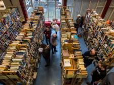 Rondstruinen tussen 60.000 boeken tijdens Boekenbeurs Glanerbrug