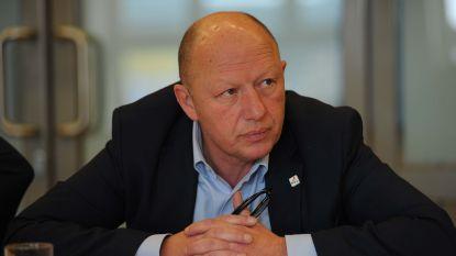 "Bonte wil sancties tegen ""hardcore racistisch"" VB-gemeenteraadslid"