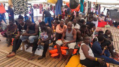 Spaans reddingsschip Open Arms op weg naar Lampedusa na beslissing rechtbank