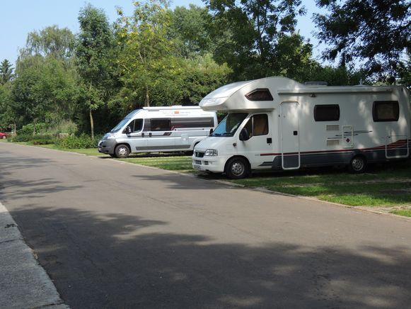 Een parking voor kampeerauto's komt er nu toch niet in het kasteeldomein.