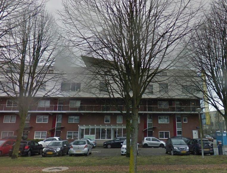 Voor 475.000 euro heb je een vierkamerappartement aan de Henegouwenstraat 64 in Nieuw-Sloten. Beeld Google Street View