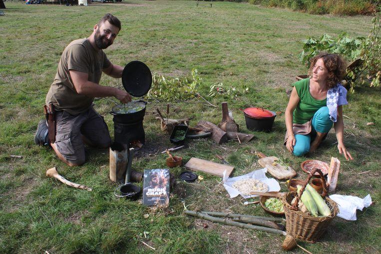 Achthonderd bushcrafters konden 150 workshops volgen in het Meerdaalwoud. Er werd eten bereid met ingredienten die de natuur te bieden had, onder andere een soep.