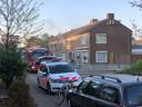 De rook komt uit de woning in Zutphen