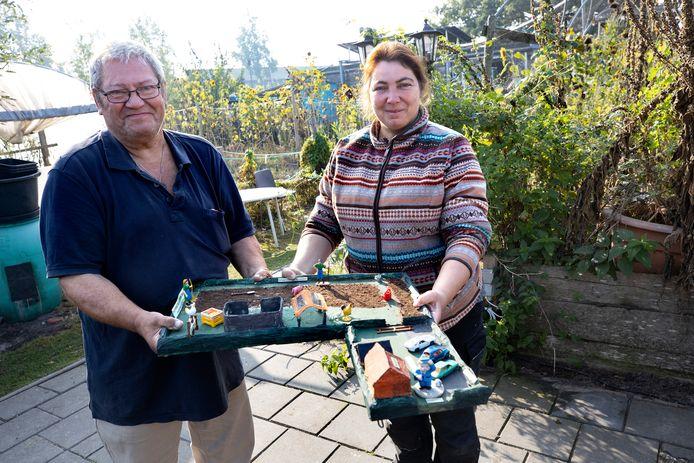 Jack Kloft en Nicole van de Rijt met de maquette van de nieuwe Stadstuin in Helmond-Brouwhuis.