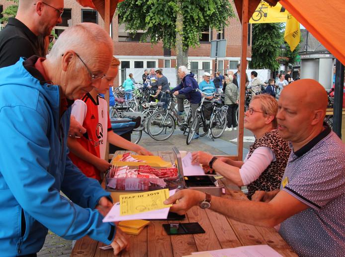 Om het voorspelde regenweer voor te zijn, wordt er al vroeg gestart bij de Trap-In Uden/Volkel.