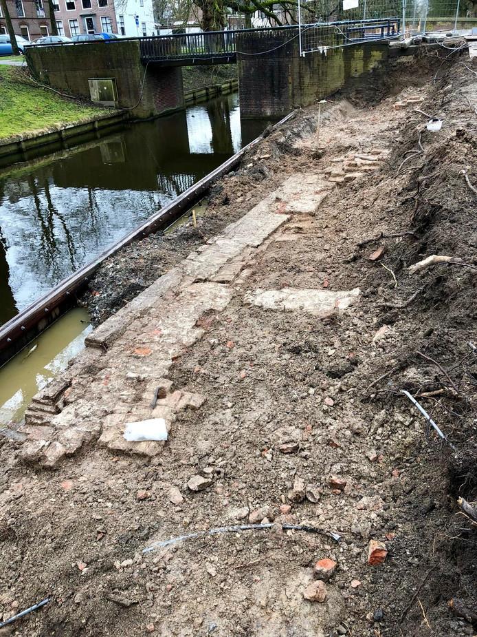 Een deel van de opgegraven fundamenten.