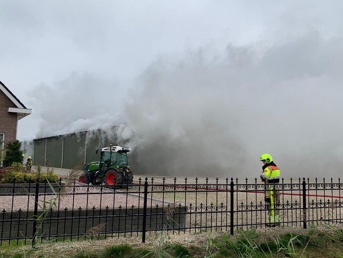Grote uitslaande brand in Hedel