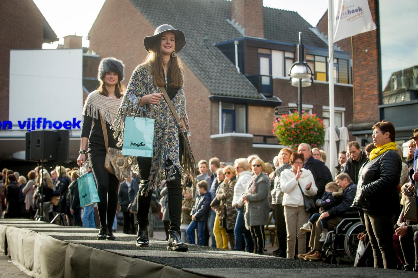 Voor het eerst sinds de uitbraak van het coronavirus wordt er op zondag 16 augustus weer een koopzondag gehouden in de Oldenzaal binnenstad. Zonder een grote modeshow of live-muziek, maar wel met veel deelname van de ondernemers.