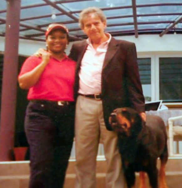 De 69-jarige zakenman woont al meer dan 20 jaar in Kenia. Vier jaar lang was hij daar directeur voor Philips, maar de laatste jaren is hij vooral succesvol in het organiseren van golfsafari's, die hij samen met zijn Keniaanse vrouw organiseerde.