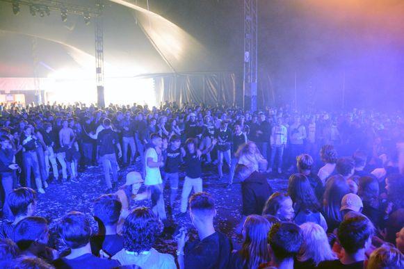 Een moshpit in de Club. Het kan dus ook bij een hiphop concert.