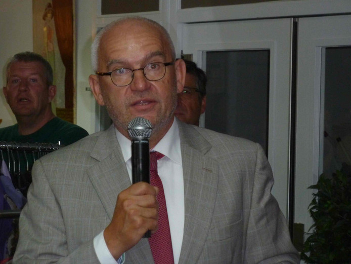 Burgemeester Jan Heijkoop van Hendrik-Ido-Ambacht.