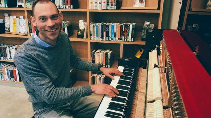 Geluk puren uit pianotoetsen: Carl (36) speelt in Utopia eigen composities