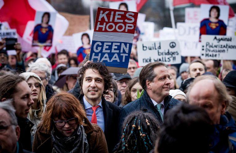 Jesse Klaver en Alexander Pechtold bij de demonstratie op het Malieveld. Beeld Freek van den Bergh/de Volkskrant