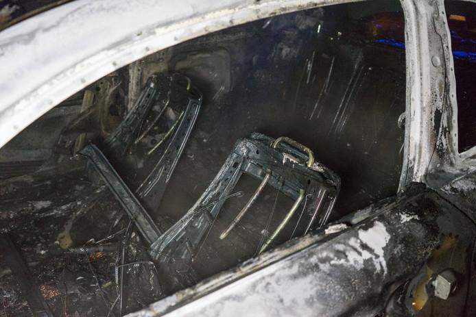 Schade aan de uitgebrande auto op de Gildekamp