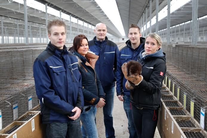 Fam van Deurzen in hun nertsenhouderij in de Rips.