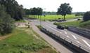 Plaats van de toekomstige ovatonde, gezien vanaf het talud van snelweg A59..