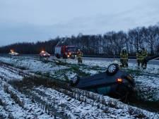Auto raakt van de weg op A73 en belandt in sloot, ANWB waarschuwt voor gladheid