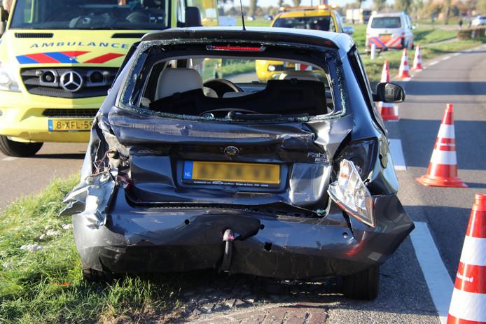 De schade aan de personenauto is aanzienlijk.