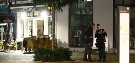 Man uit Zwolle vindt vuurwapen in zijn tuin, mogelijk verband met schietpartij op terras bij pizzeria