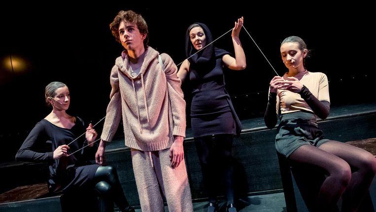 De 17-jarige acteur Jef Hellemans in een repetitie van Odysseus. Een zwerver komt thuis. Beeld Danny Willems