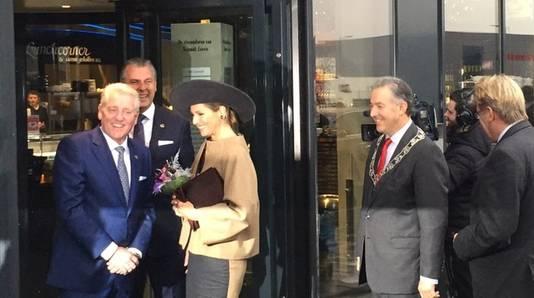 Koningin Máxima komt aan bij het nieuwe gebouw van Schmidt Zeevis in Rotterdam.