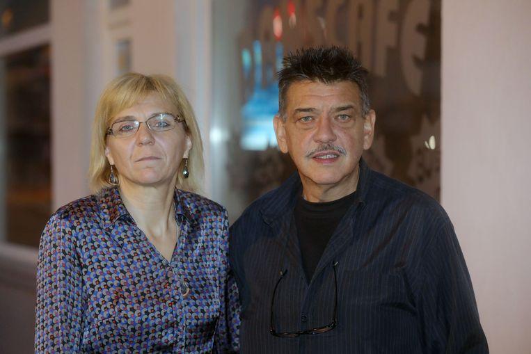 Natasja Hautequest (49) en Jan Noé (51). Zij deden een hoger bod op het huis en wonen er nu in, samen met nog drie huurders.