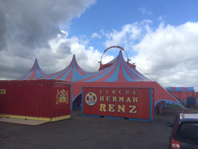 De circustent van Circus Renz.