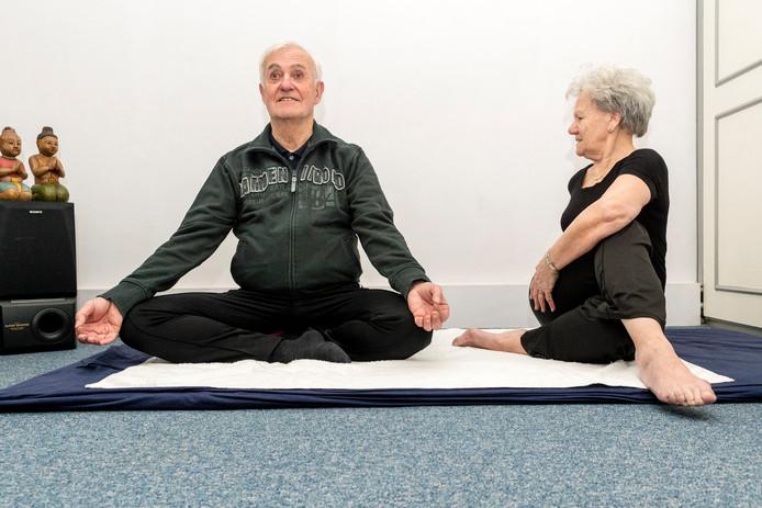 Yoga-echtpaar Wim en Corry Kruize, het echtpaar Kruize geeft nog altijd yogales.