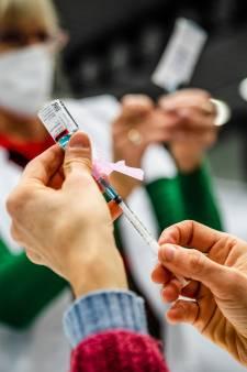 Huisartsen boos over verlate vaccinatie: 'Als ik uitval, wie zorgt er dan voor mijn patiënten?'