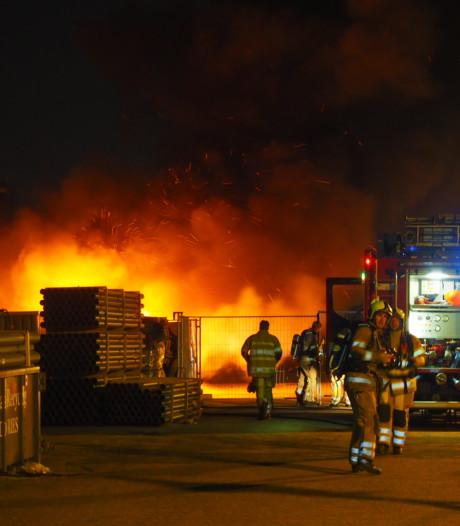 Camper gaat in vlammen op in Amersfoort
