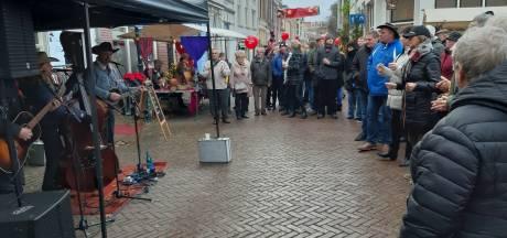 Enorme drukte op jaarlijkse kerstmarkt in Doelengebied in Almelo