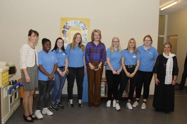Groepsfoto van Mathilde en de leerlingen-voorlezers van VIA Tienen.