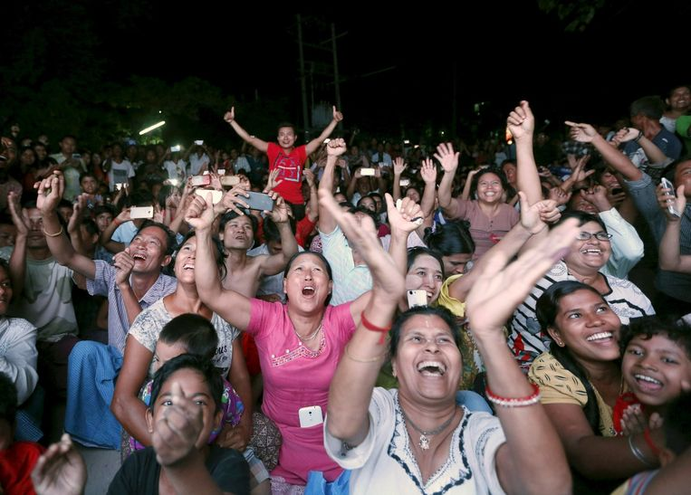 Aanhangers van de partij van Aung San Suu Kyi. Beeld reuters
