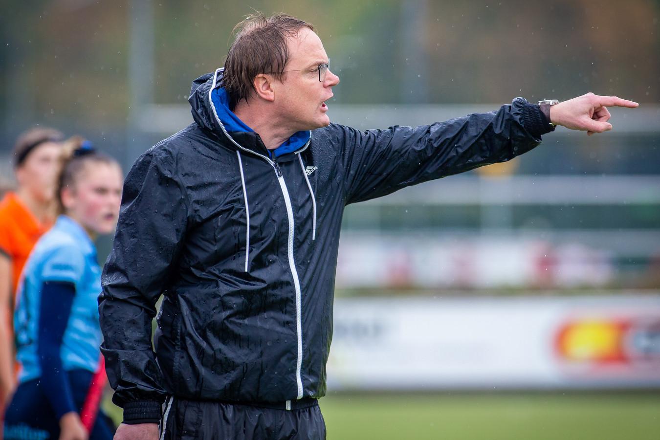Ook voor coach Boaz Janssen van de vrouwenploeg van NMHC zit het seizoen erop.