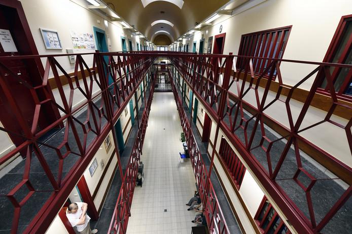 Slapen Op Grond : Tweehonderd belgische gevangenen slapen op de grond buitenland ed.nl