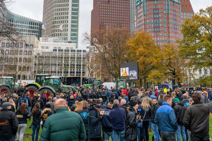 Actievoerende boeren demonstreren in Den Haag tegen de stikstofplannen van de regering. (17/11/2020).